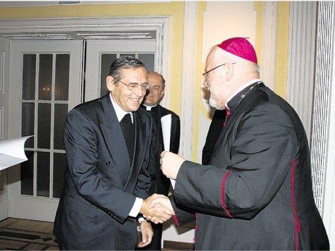 Priester-Bekanntschaften freuen sich über die Begegnung in Traunstein