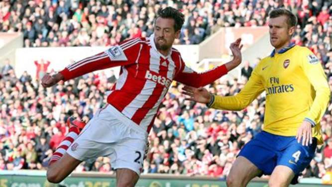 Peter crouch, per mertesacker