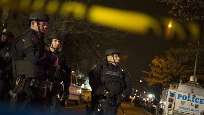 Polizisten sichern den Tatort in New York. Foto: John Taggart