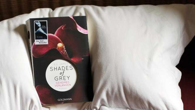 "Der Hype um ""Fifty Shades of Grey"" regt den Sex-Artikel-Markt an. Foto: Jens Kalaene"