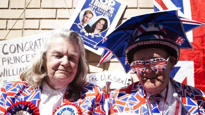Royal-Fans vor dem St. Mary&#39s Hospital in London. Foto: Facundo Arrizabalaga