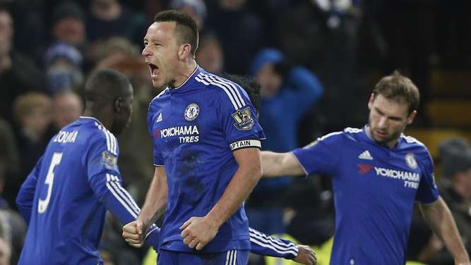 Chelsea&#39s English defender John Terry (C) celebrates scoring a late equalising goal to make the score 3-3 during the English Premier League football match between Chelsea and Everton at Stamford Bridge in London on January 16, 2016. AFP PHOTO / ADRIAN DENNISRESTRICTED TO EDITORIAL USE. No use with unauthorized audio, video, data, fixture lists, club/league logos or &#39live&#39 services. Online in-match use limited to 75 images, no video emulation. No use in betting, games or single club/league/player publications.