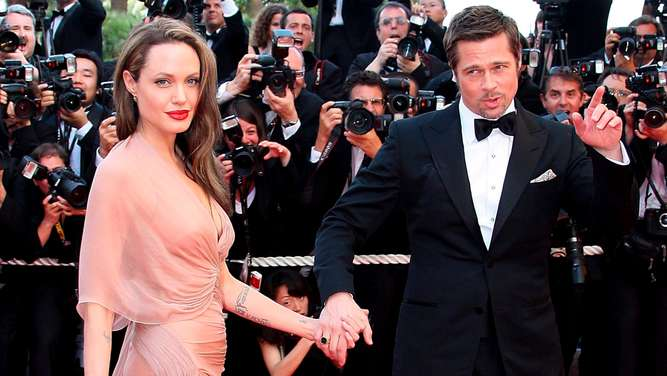 Angelina Jolie divorces Brad Pitt