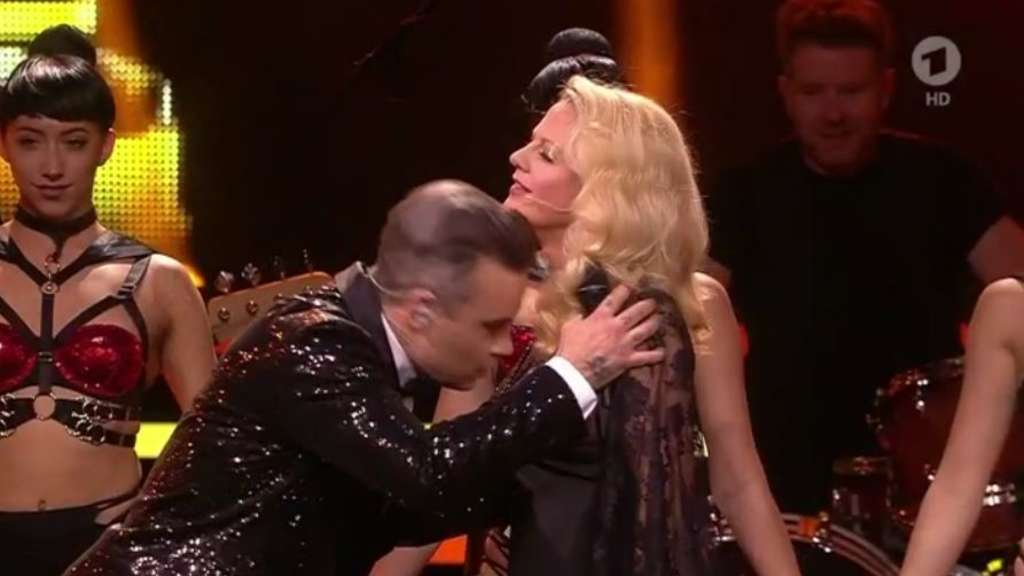 RobbieWilliams-Schoeneberger-Bambi-2016-screenshot