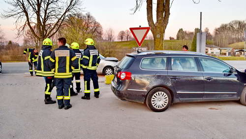 Bilder: Drei Autos in Crash verwickelt