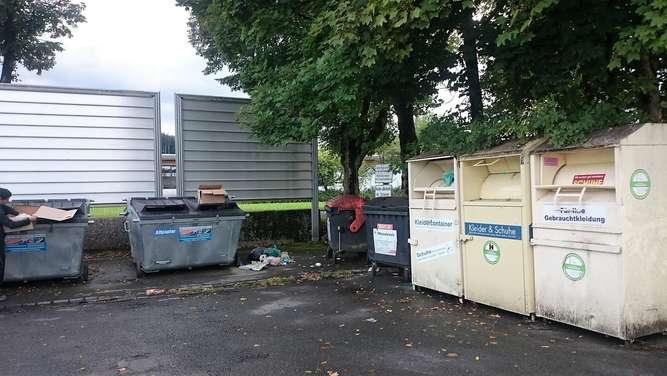 Container Müllcontainer Salzburger Straße Waging Friedhof