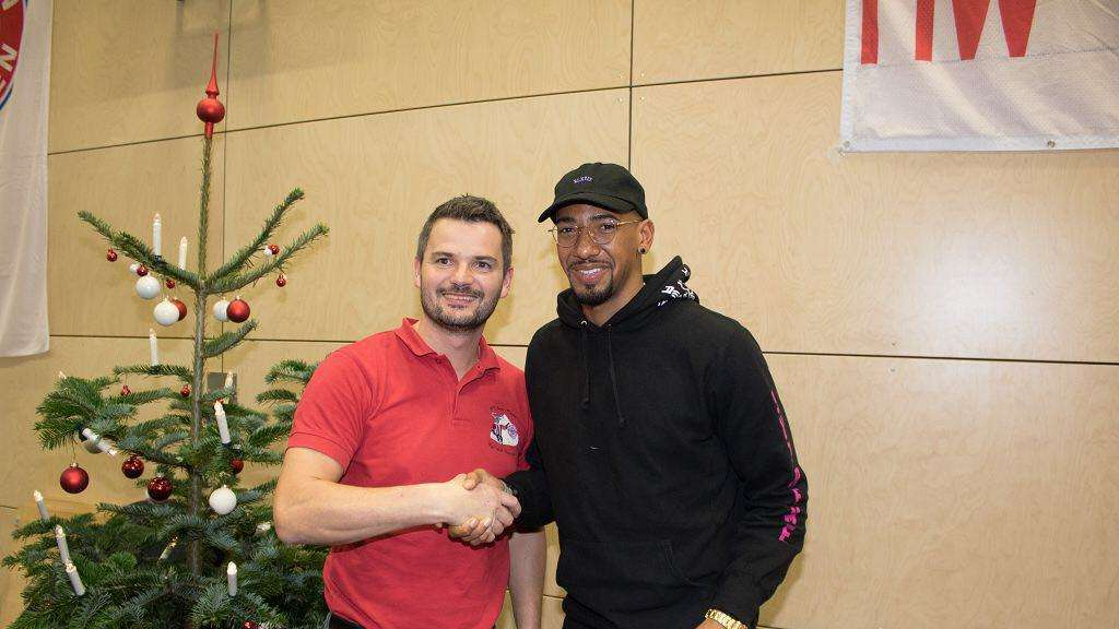 rimsting bayern speieler jerome boateng zu gast beim rot wei ratzingerh h e v fanclub rimsting. Black Bedroom Furniture Sets. Home Design Ideas