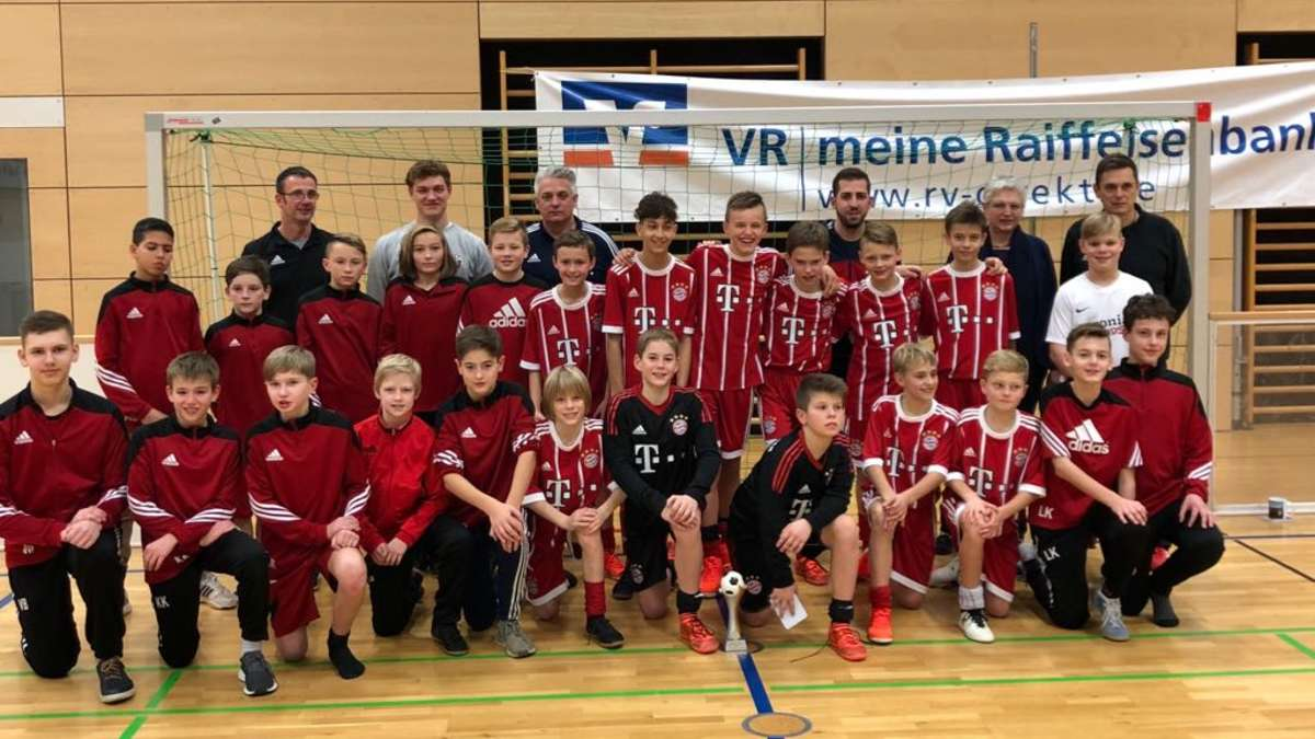 fu ball fc bayern u12 verteidigt titel beim 6 vr bank cup des fc m hldorf magazin. Black Bedroom Furniture Sets. Home Design Ideas