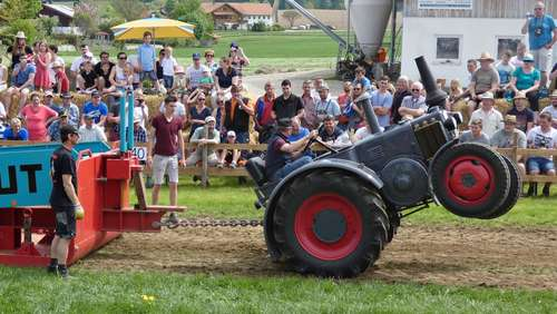 "Trecker Treck in Pittenhart: Lauter Jubel bei ""Full Pull"""