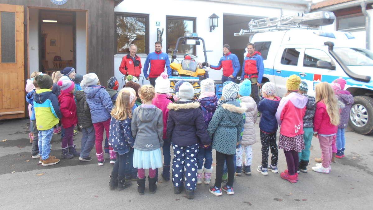 Grassau: Kindergartenkinder zu Besuch bei der Bergwacht | Grassau - chiemgau24.de
