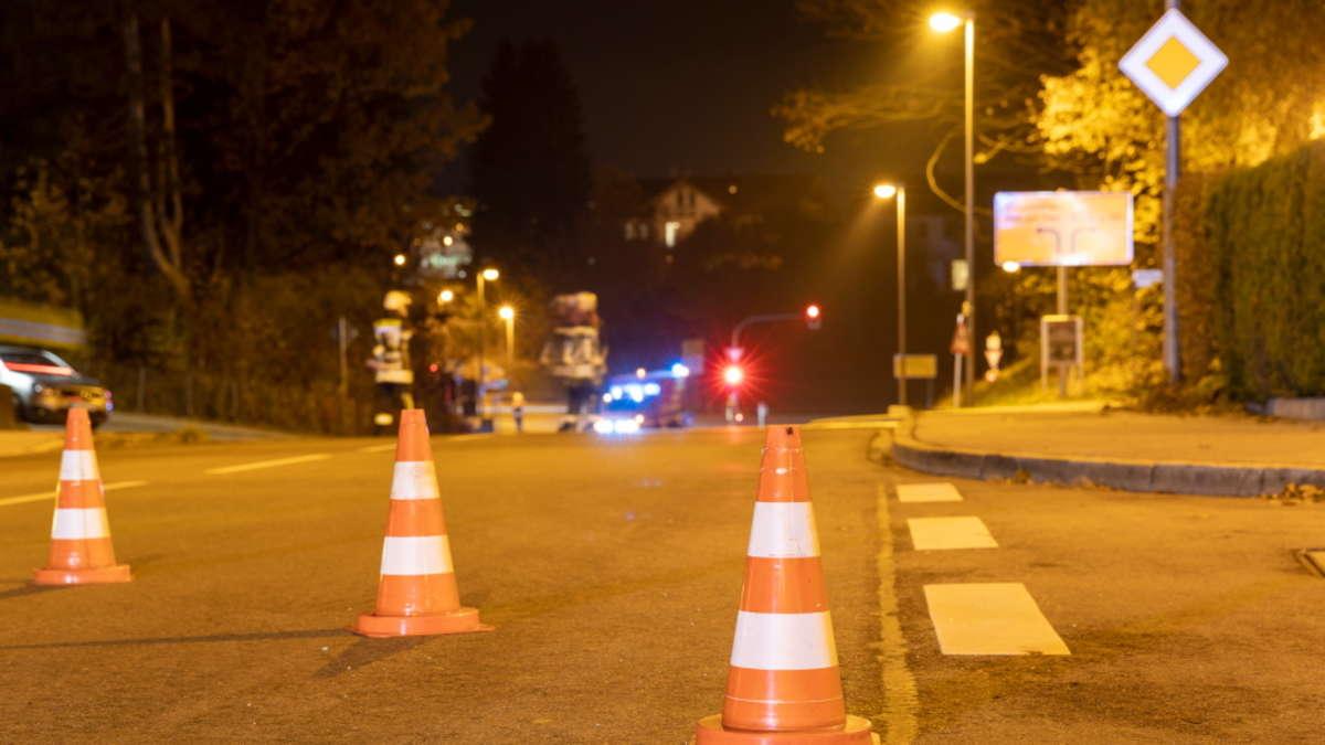 Traunreut: schwerer Unfall auf Kanstraße Höhe St.-Georgs-Platz Ford erfasst Fußgängerin | Traunreut - chiemgau24.de