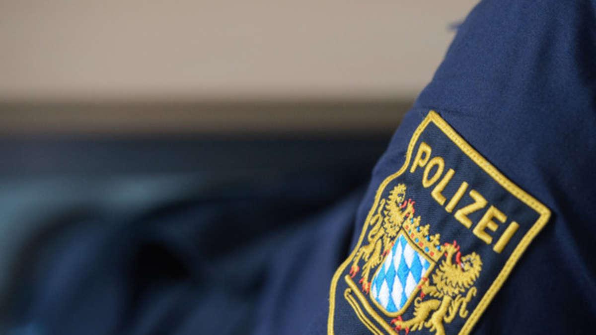 Hakenkreuze und Hitler-Bilder im Dienstbüro? Traunsteiner Kriminalpolizist muss vor Gericht